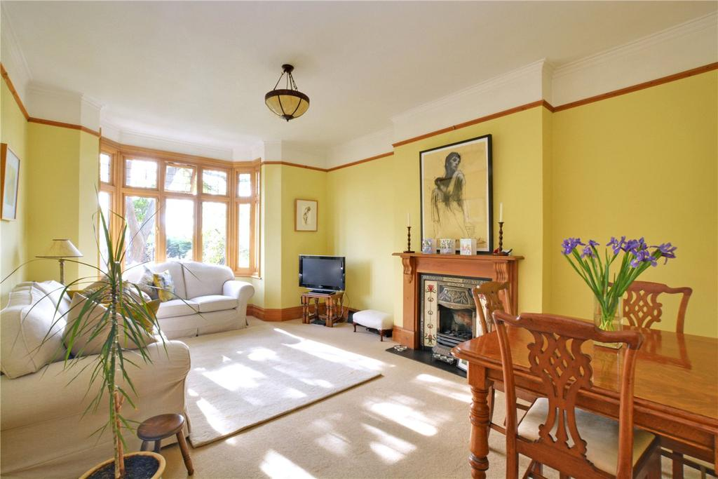 2 Bedrooms Flat for sale in St Austell Road, Lewisham, London, SE13
