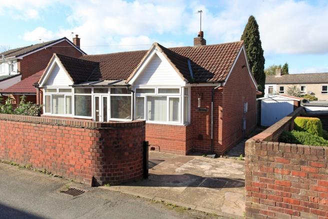 2 Bedrooms Detached Bungalow for sale in Rosebay, Lincoln Road, Wrockwardine Wood, Telford, Shropshire, TF2 6LF