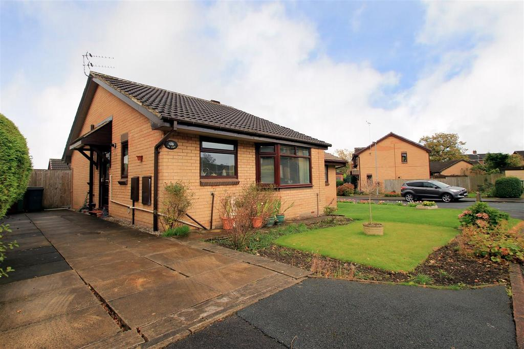 2 Bedrooms Semi Detached Bungalow for sale in Bransdale Garth, Guiseley, Leeds
