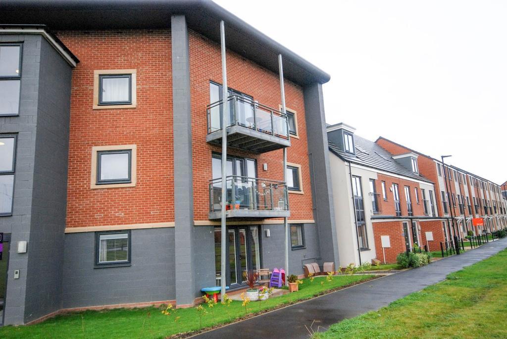 2 Bedrooms Flat for sale in Elmwood Park Court, North Gosforth