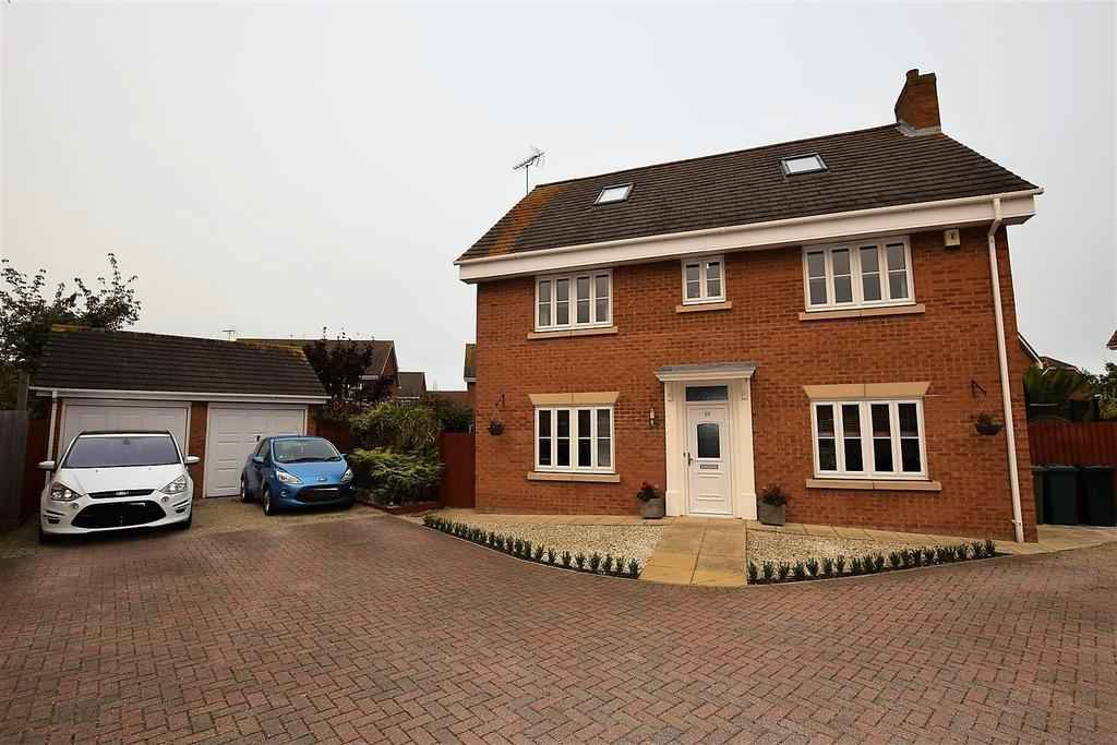 5 Bedrooms Detached House for sale in Jasmine Close, Canvey Island