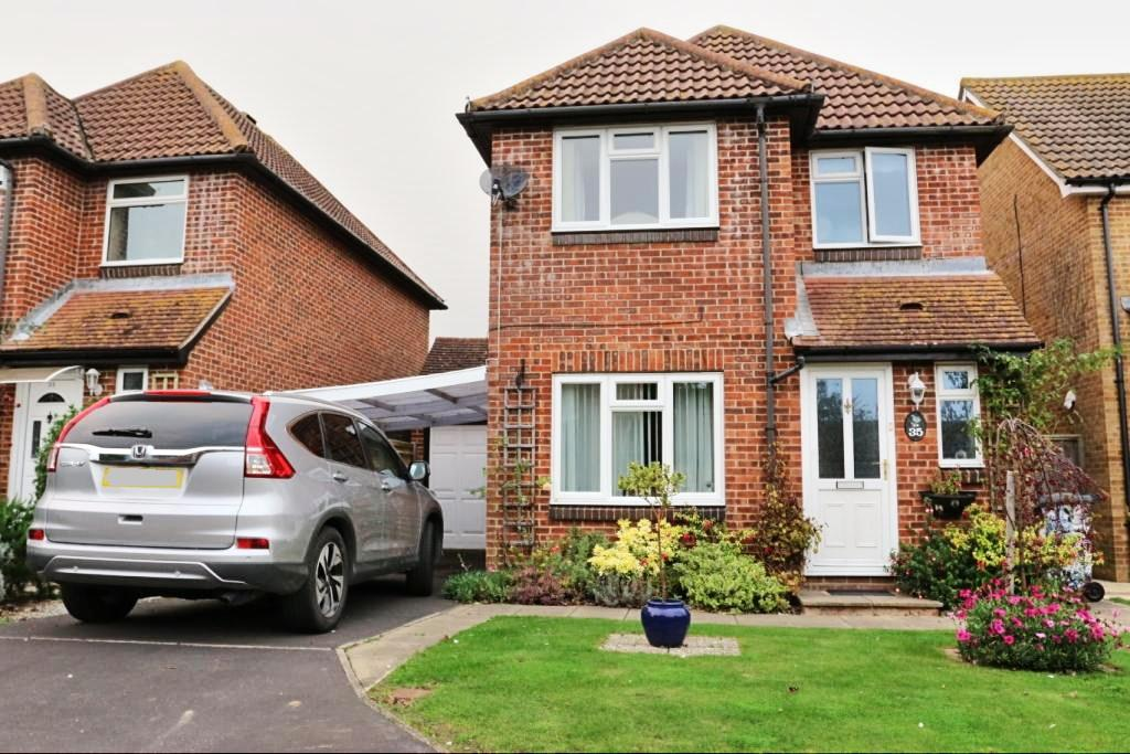 3 Bedrooms Detached House for sale in The Stiles, Hailsham BN27