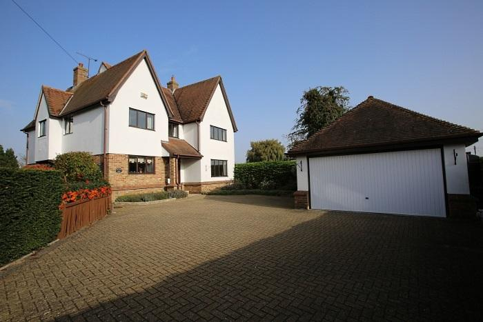 5 Bedrooms Detached House for sale in DUNMOW ROAD, FYFIELD CM5