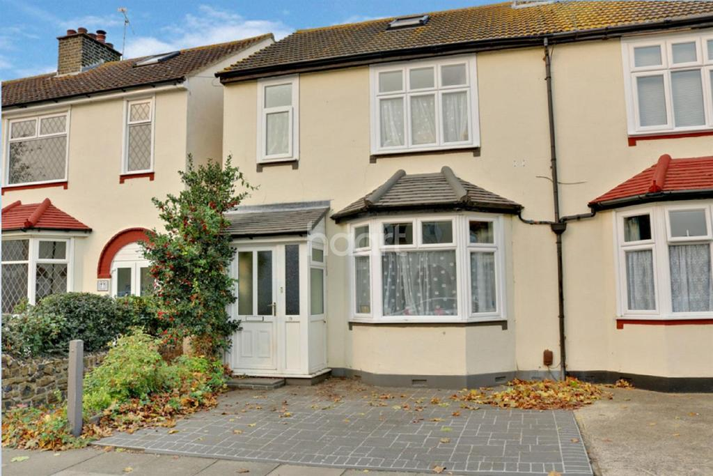 4 Bedrooms Semi Detached House for sale in Wakering Avenue, Shoeburyness