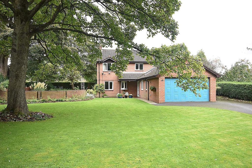 4 Bedrooms Detached House for sale in Silvan Court, Macclesfield