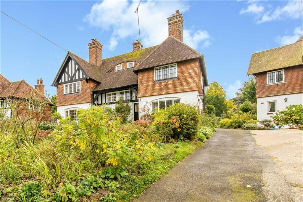 3 Bedrooms Semi Detached House for sale in Titsey Road, Limpsfield, Surrey