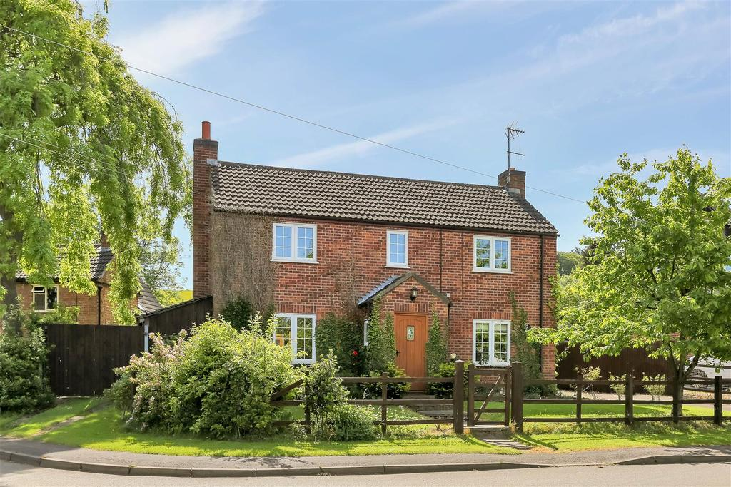 5 Bedrooms Detached House for sale in Main Street, Woolsthorpe, Grantham