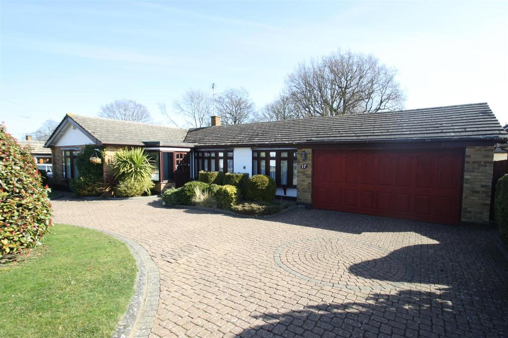 3 Bedrooms Detached Bungalow for sale in The Dale, Benfleet