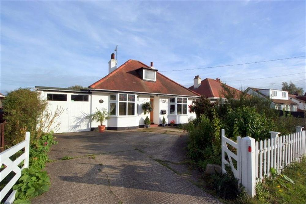 2 Bedrooms Detached Bungalow for sale in Halstead Road, Kirby Cross, FRINTON-ON-SEA, Essex