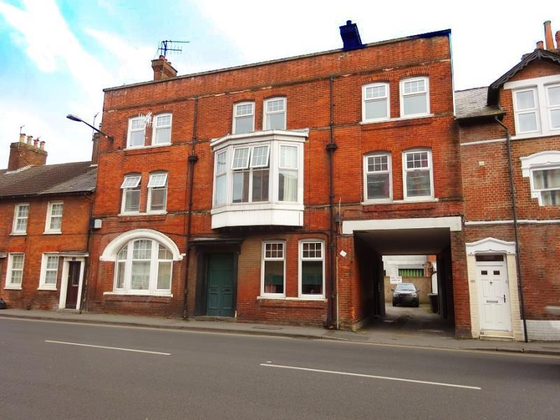 3 Bedrooms Flat for rent in Salisbury