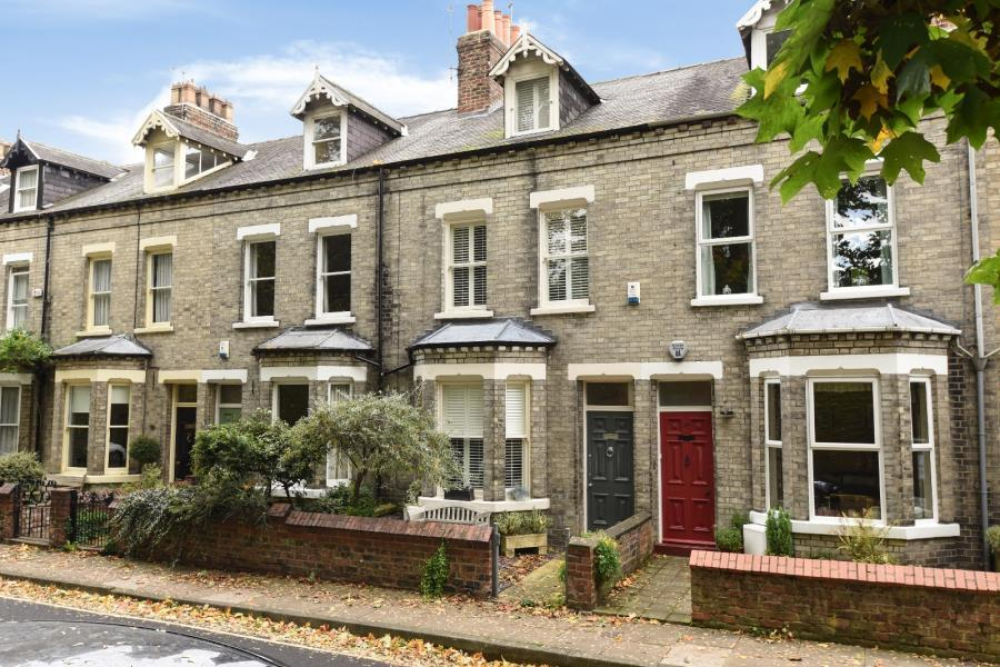 3 Bedrooms Terraced House for sale in NEWTON TERRACE, BISHOPHILL, YORK, YO1 6HE