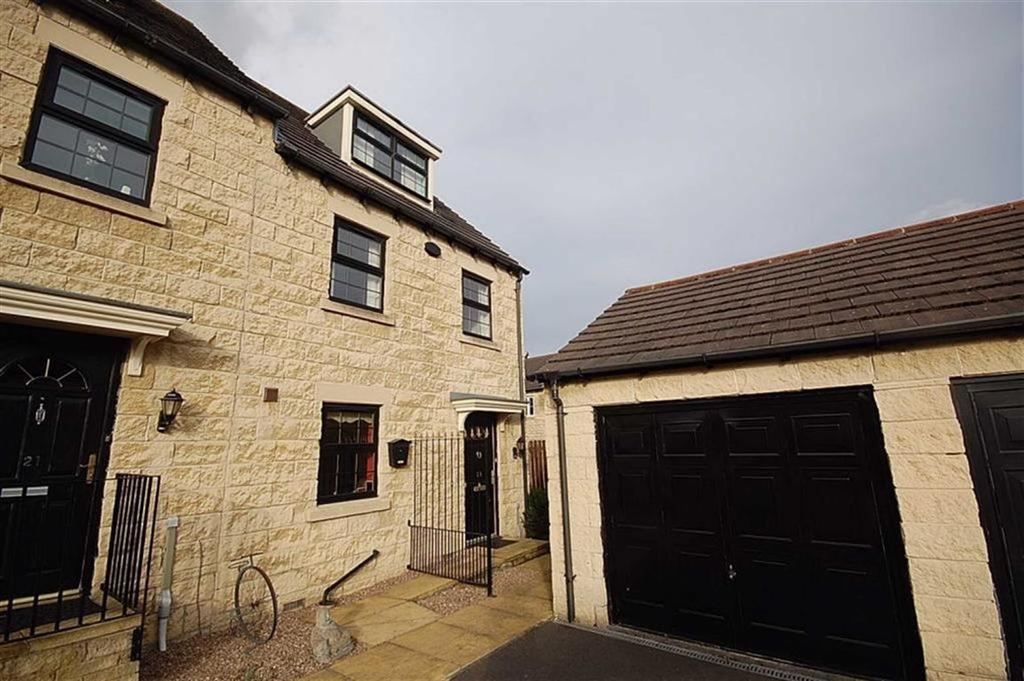 3 Bedrooms Town House for sale in Fell Grove, Ferndale, Huddersfield, HD2
