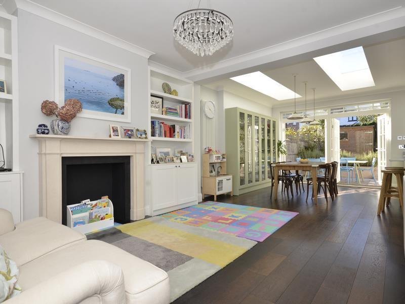 4 Bedrooms Terraced House for sale in Priory Road, N8
