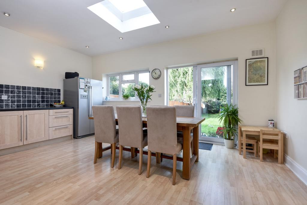 3 Bedrooms Semi Detached House for sale in Weyman Road London SE3