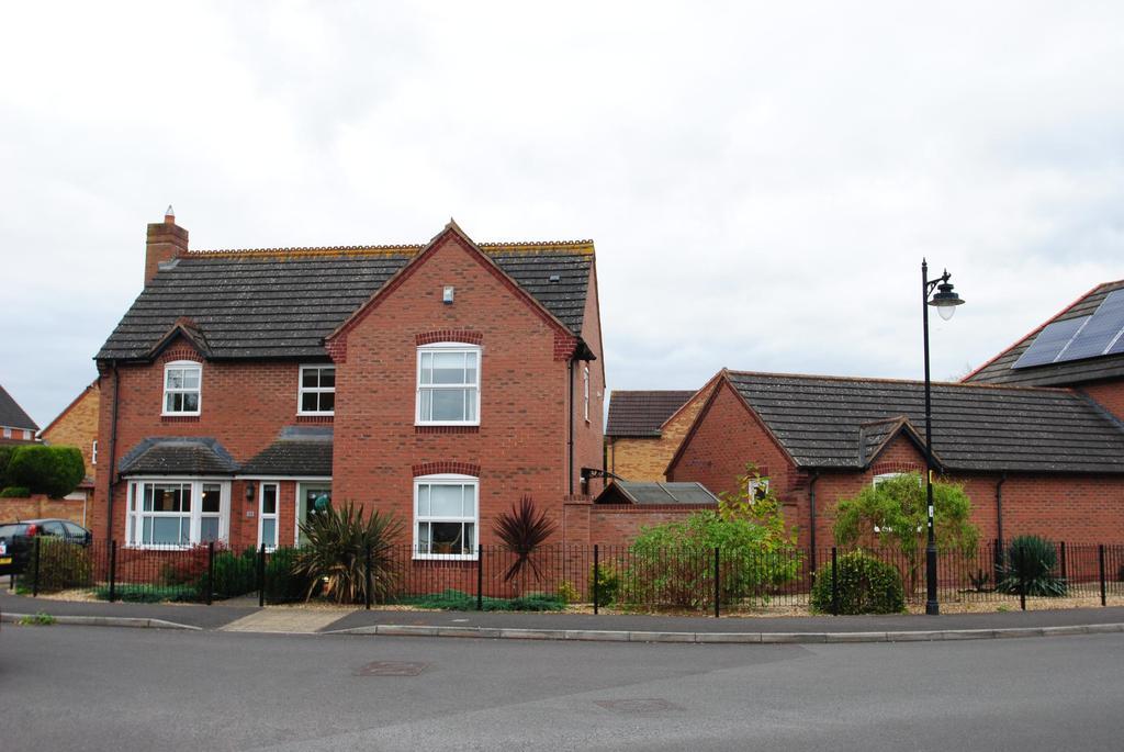 4 Bedrooms Detached House for sale in Waterleaze, Taunton
