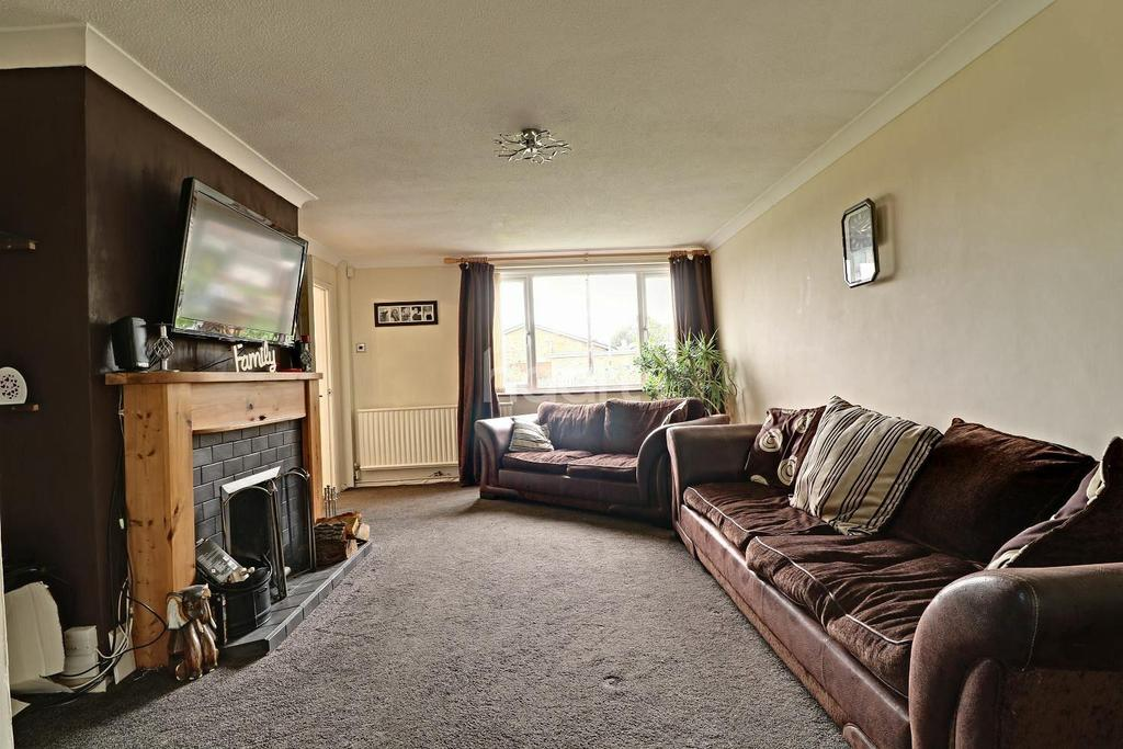 4 Bedrooms Semi Detached House for sale in Coniston Avenue,Northampton