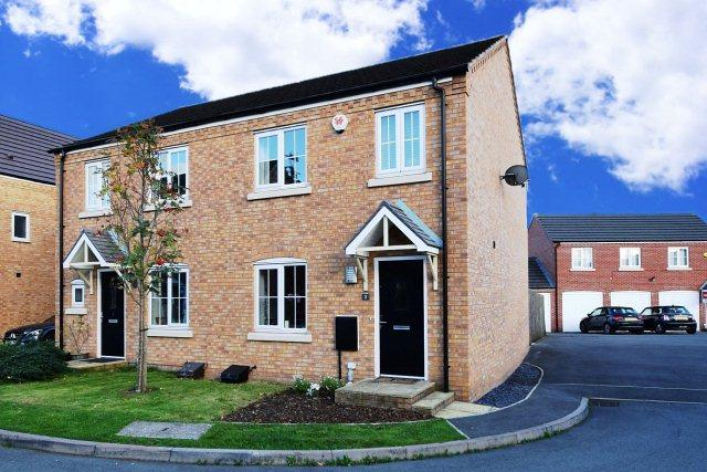 3 Bedrooms Semi Detached House for sale in Packington Mews,Cannock,