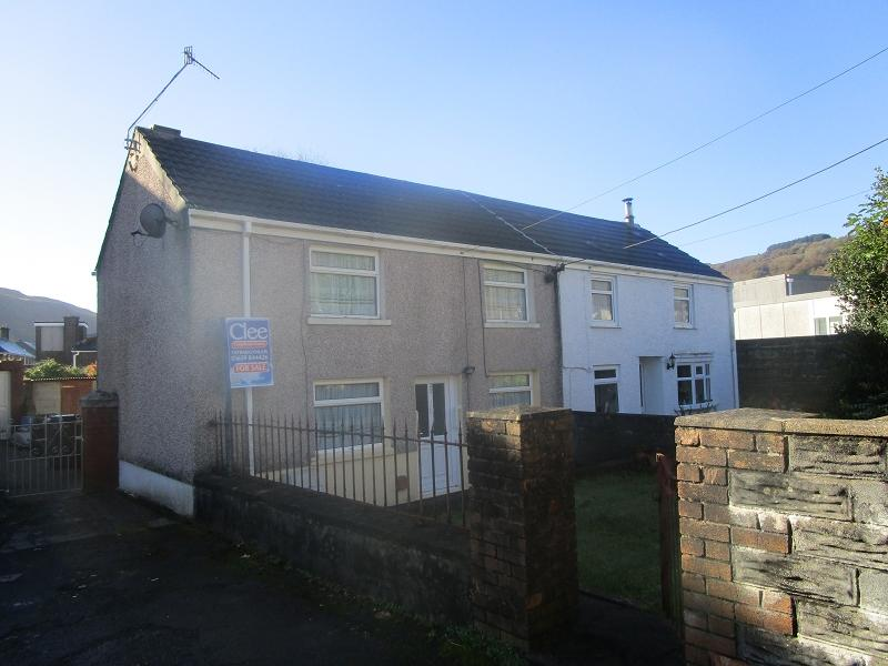 3 Bedrooms Semi Detached House for sale in St. Davids Road, Ystalyfera, Swansea.