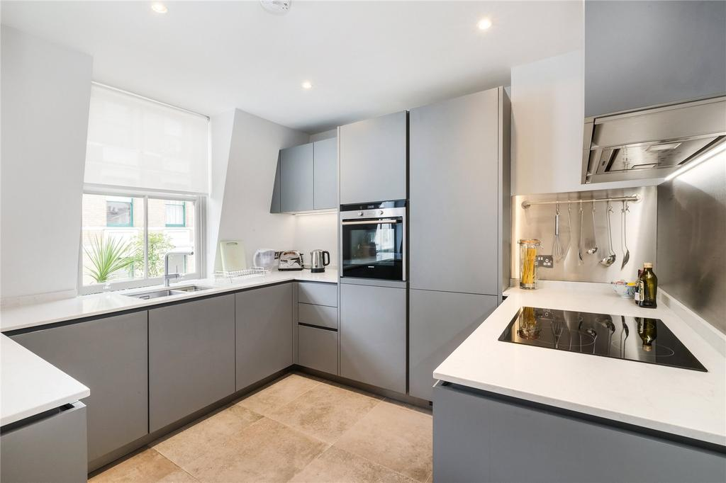 3 Bedrooms Flat for sale in Pied Bull Court, Galen Place, London