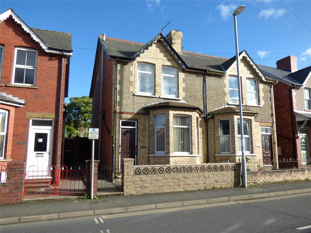 2 Bedrooms Semi Detached House for sale in Tremont Road, Llandrindod Wells, Powys