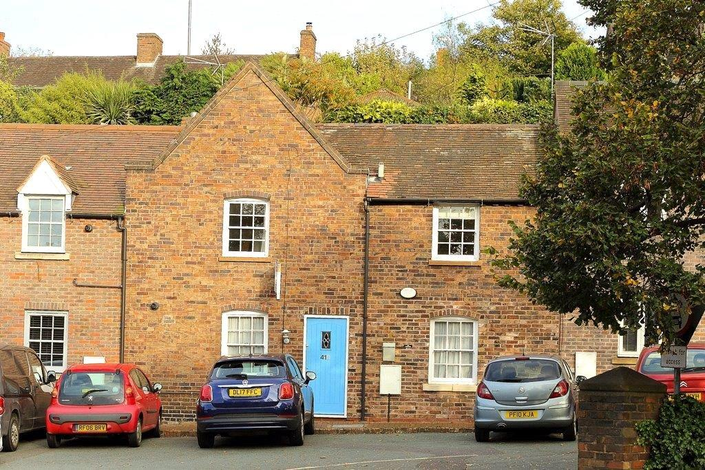 3 Bedrooms Terraced House for sale in Bernards Hill, Bridgnorth, Shropshire