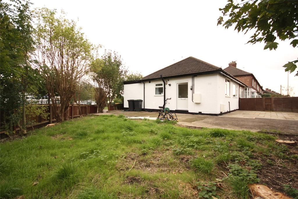 2 Bedrooms Semi Detached Bungalow for sale in Barrydale Avenue, Beeston, Nottingham, NG9