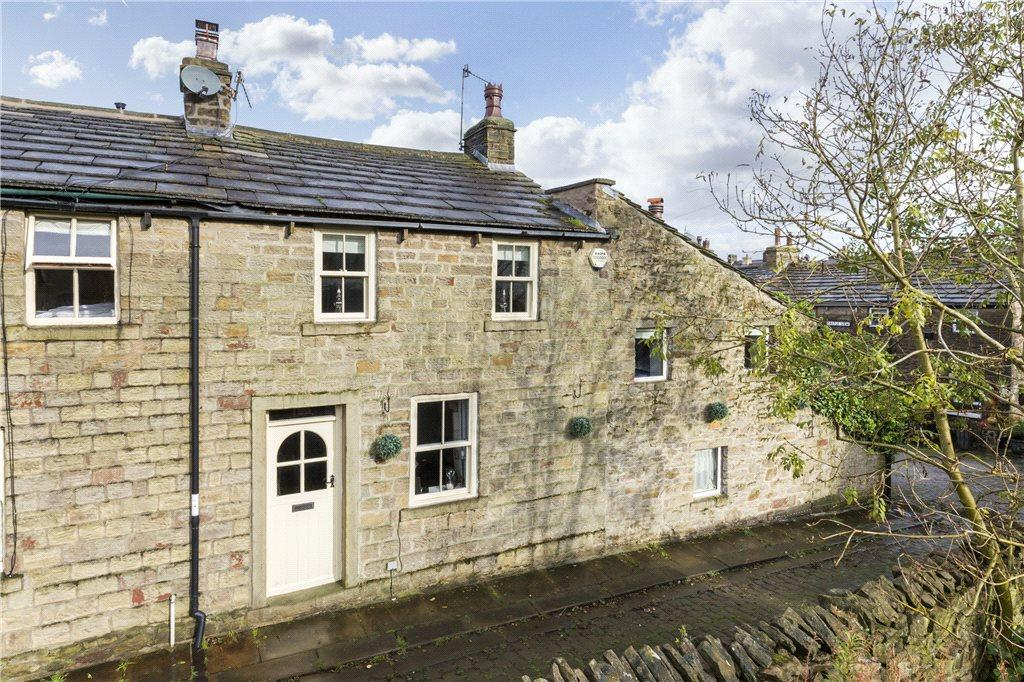 2 Bedrooms Terraced House for sale in Crowfoot Row, Barnoldswick, Lancashire