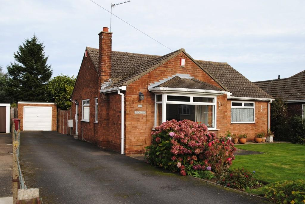 3 Bedrooms Detached Bungalow for sale in Kings Avenue, Brigg