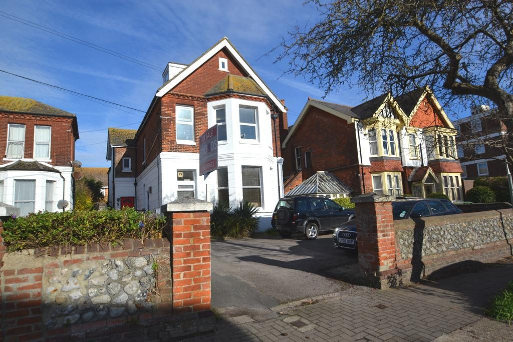 1 Bedroom Flat for sale in Richmond Road, Worthing, BN11 4AF