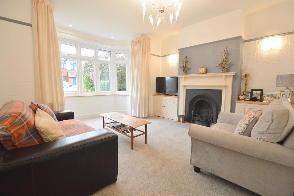 4 Bedrooms Semi Detached House for sale in St Martins Avenue, Round Green, Luton, LU2 7LQ