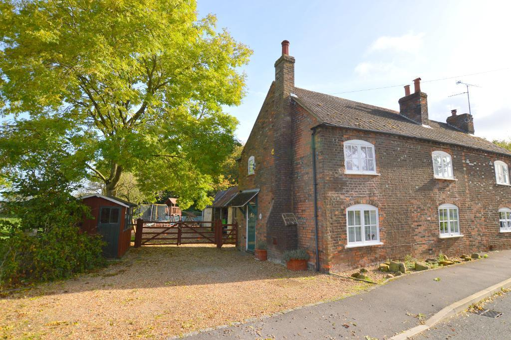 3 Bedrooms Cottage House for sale in Sharpenhoe Road, Streatley, LU3 3PS