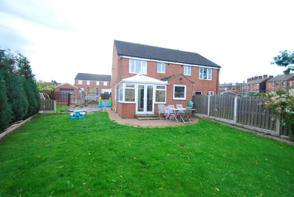 3 Bedrooms Semi Detached House for sale in Peasehill Close, Barnsley S70