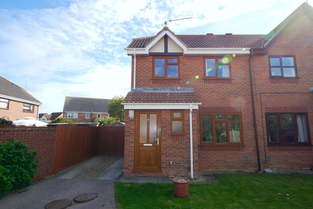 3 Bedrooms Semi Detached House for sale in Douglas Close, Carlton Colville, Lowestoft