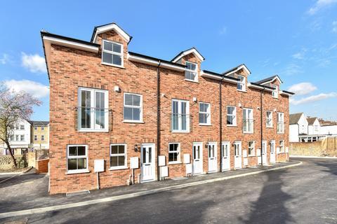 3 bedroom maisonette to rent - London Road, Larkfield