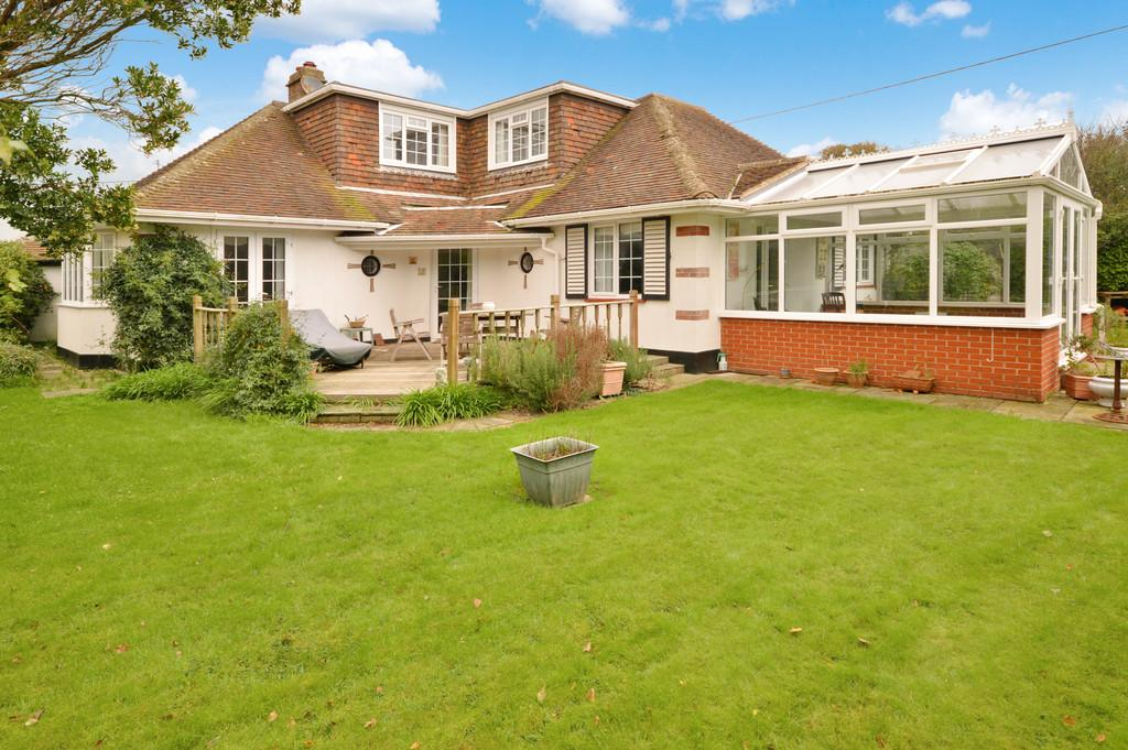 4 Bedrooms Detached Bungalow for sale in Cliffe Road, Barton on Sea