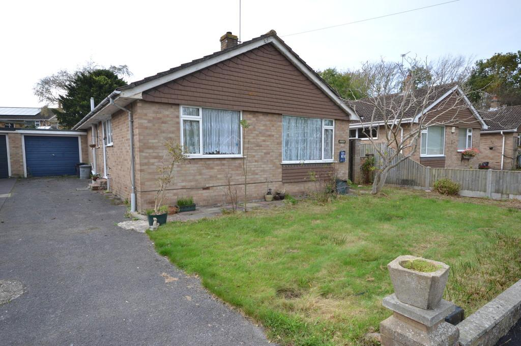 3 Bedrooms Detached Bungalow for sale in Oak Road, New Milton