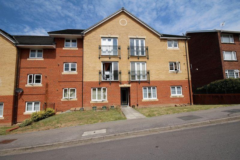 2 Bedrooms Apartment Flat for sale in Ridgeway Road, Rumney
