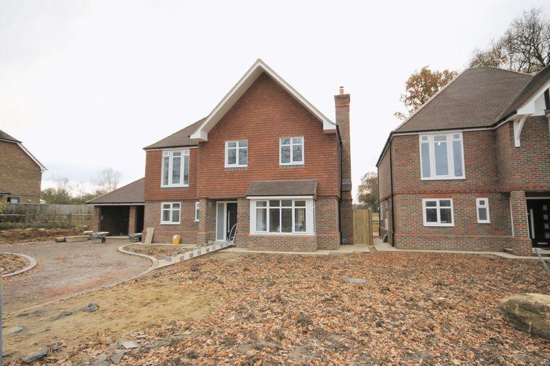 5 Bedrooms Detached House for sale in Folders Lane, Burgess Hill, West Sussex