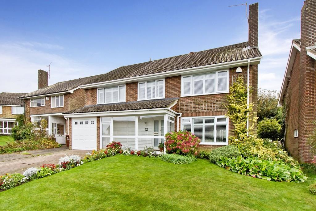 5 Bedrooms Detached House for sale in Bryants Field, Crowborough