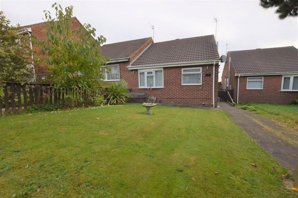 2 Bedrooms Semi Detached Bungalow for sale in Kinross Drive, East Stanley, Co. Durham