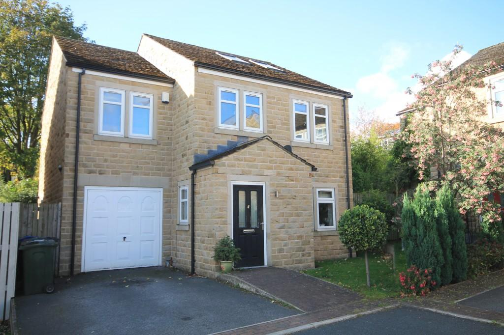 4 Bedrooms Detached House for sale in St James Close., Baildon