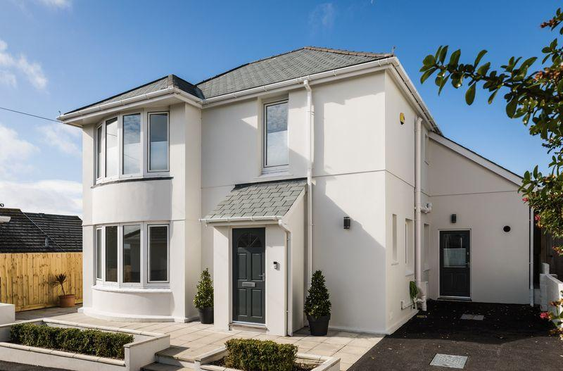 4 Bedrooms Detached House for sale in Trethellan Hill, Newquay