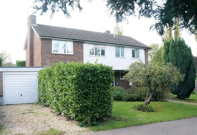 3 Bedrooms Detached House for sale in East Clandon