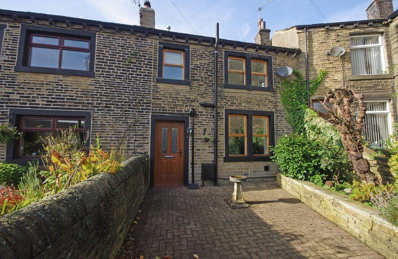 2 Bedrooms Terraced House for sale in 18 Coldwells Hill, Stainland, HX4 9PG
