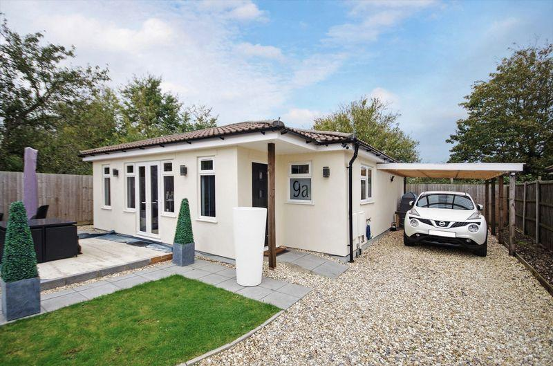 2 Bedrooms Detached Bungalow for sale in Redfield Road, Bristol