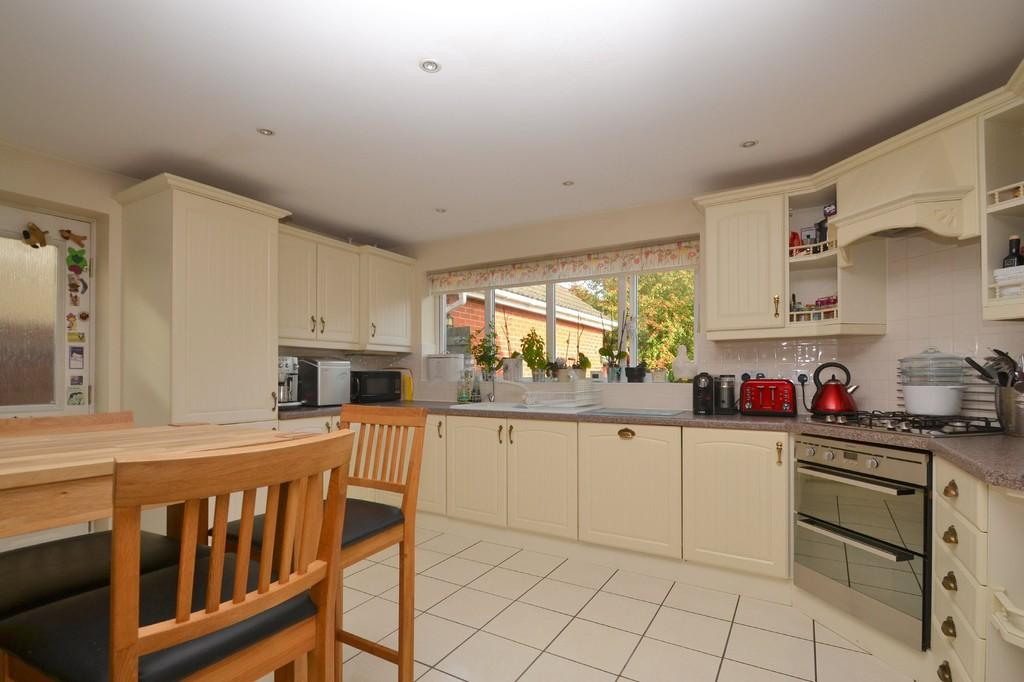 4 Bedrooms Detached House for sale in Jackson Close, Kesgrave, IP5 2QL