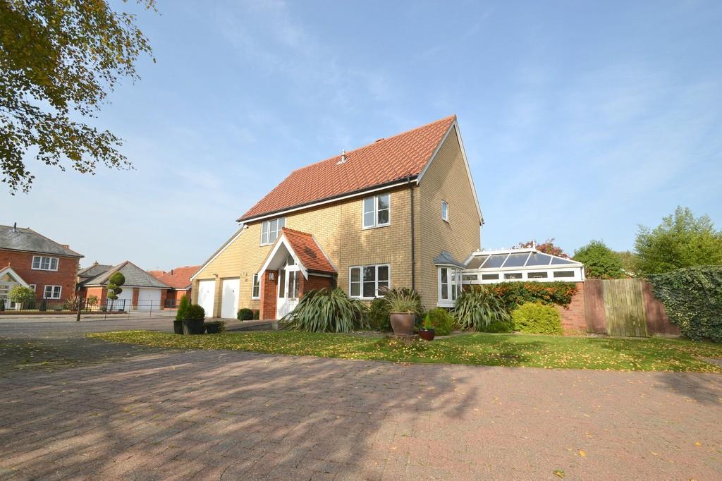 4 Bedrooms Detached House for sale in Sandling Crescent, Rushmere St. Andrew, IP4 5TW