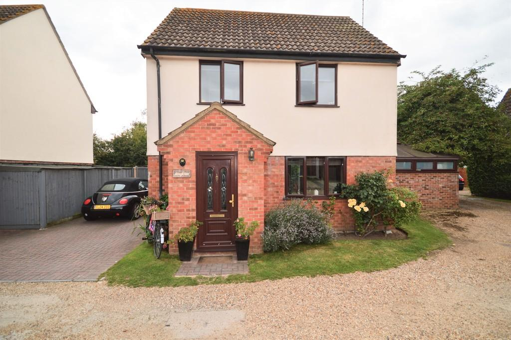 3 Bedrooms Detached House for sale in Munnings Way, Lawford, Manningtree