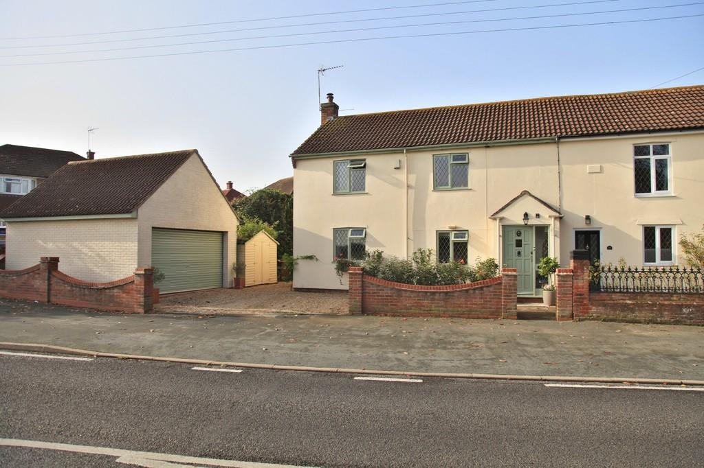 3 Bedrooms Semi Detached House for sale in Rowhedge Road, Colchester, CO2 8EL