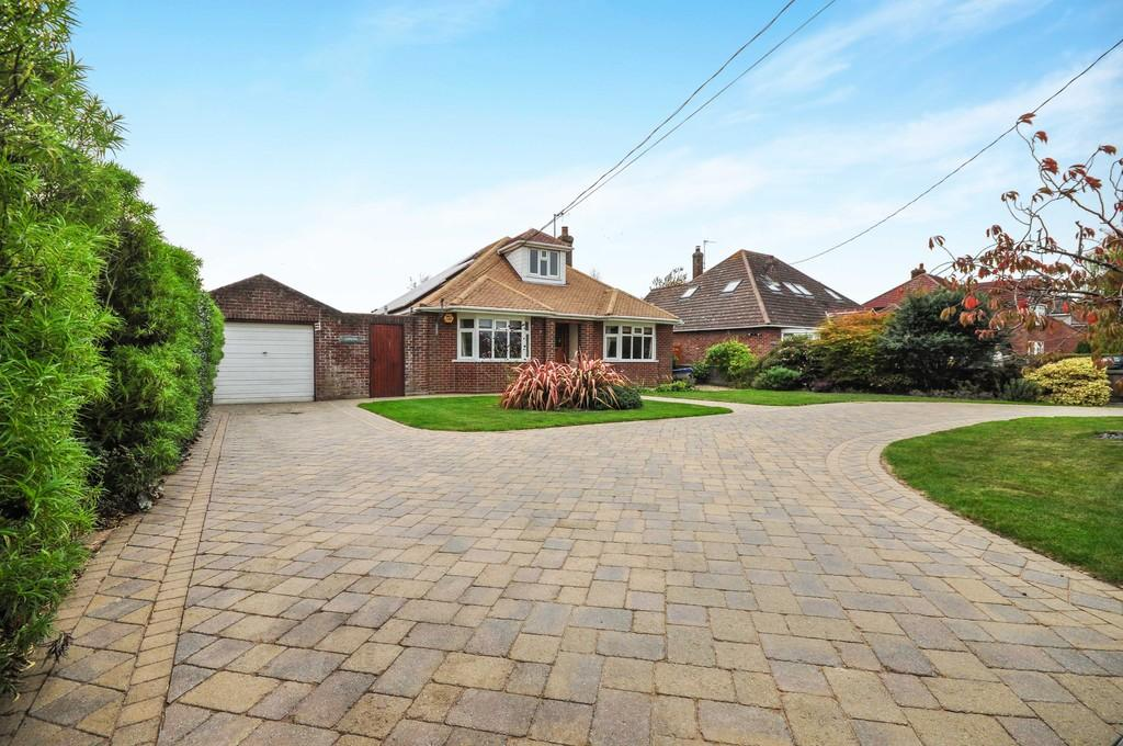 3 Bedrooms Detached Bungalow for sale in Church Road, Brightlingsea, CO7 0QT